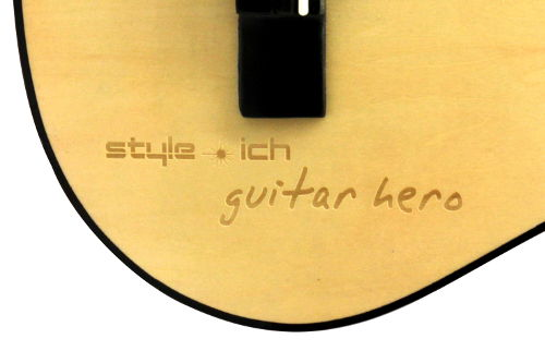 Gitarre mit Gravur