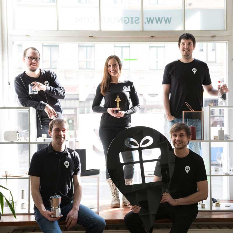 SIGNUU Team